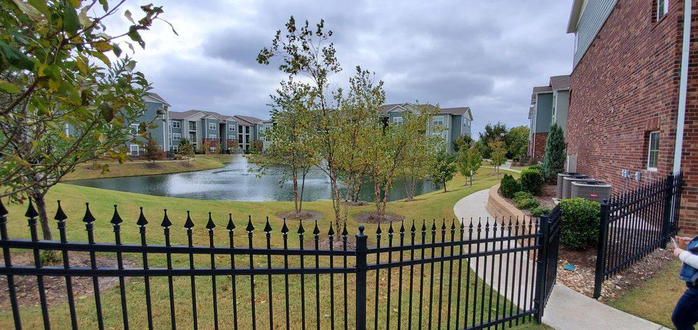 Creekside Apartments: 2401 W Omaha St, Broken Arrow, OK