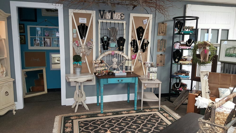Simply Vintage of Huntingtown: 4005 Old Town Rd, Huntingtown, MD