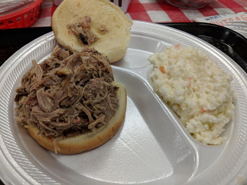 Reggie's BBQ: 11300 Bell Station Rd, Oak Grove, KY