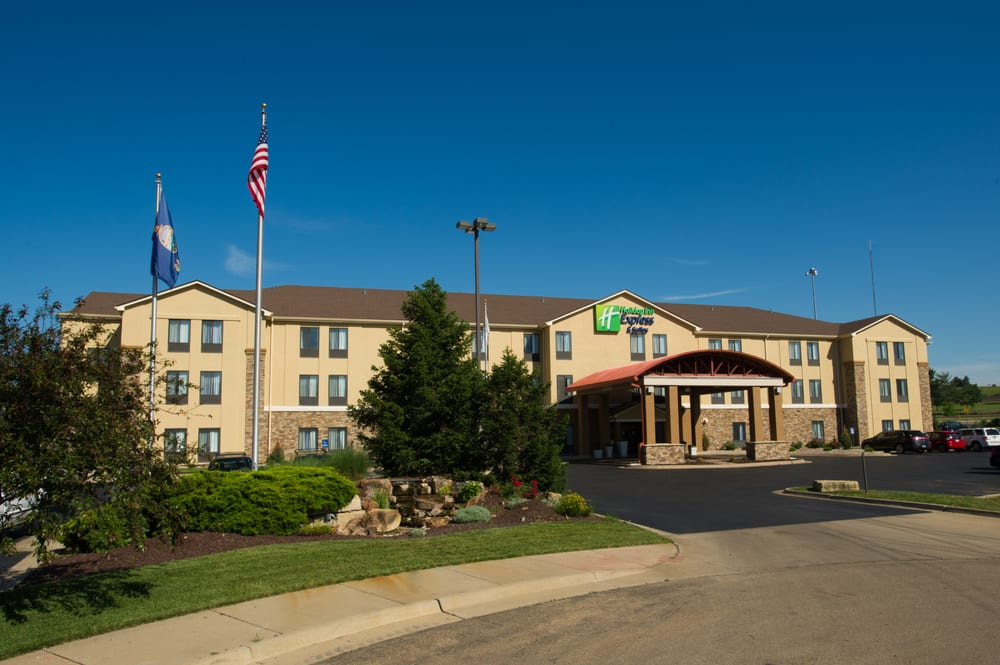 Holiday Inn Express & Suites Topeka West I-70 Wanamaker: 901 SW Robinson Ave, Topeka, KS