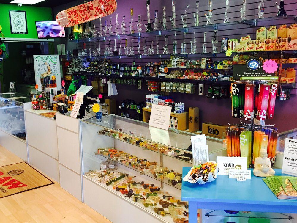 Cirrus Smoke Shop: 12951 Metro Pkwy, Fort Myers, FL