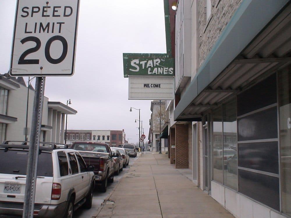 Star Lanes: 219 E 3rd St, Carthage, MO