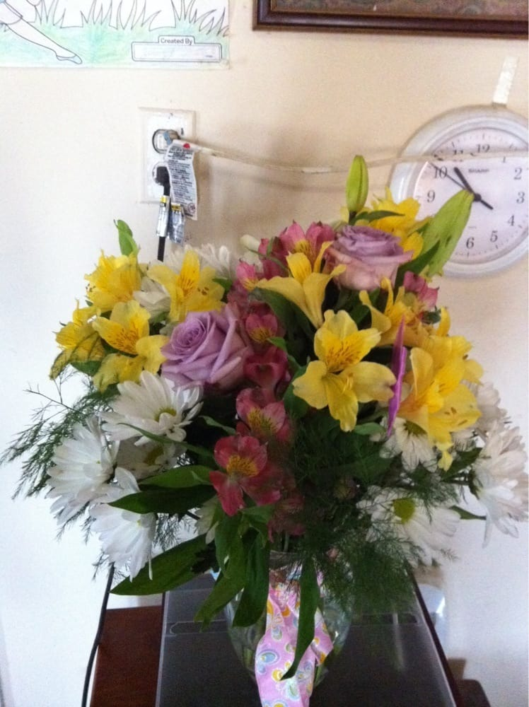 Twin Rivers Flowers And Gifts: 809 Wheeler St, Rogersville, AL