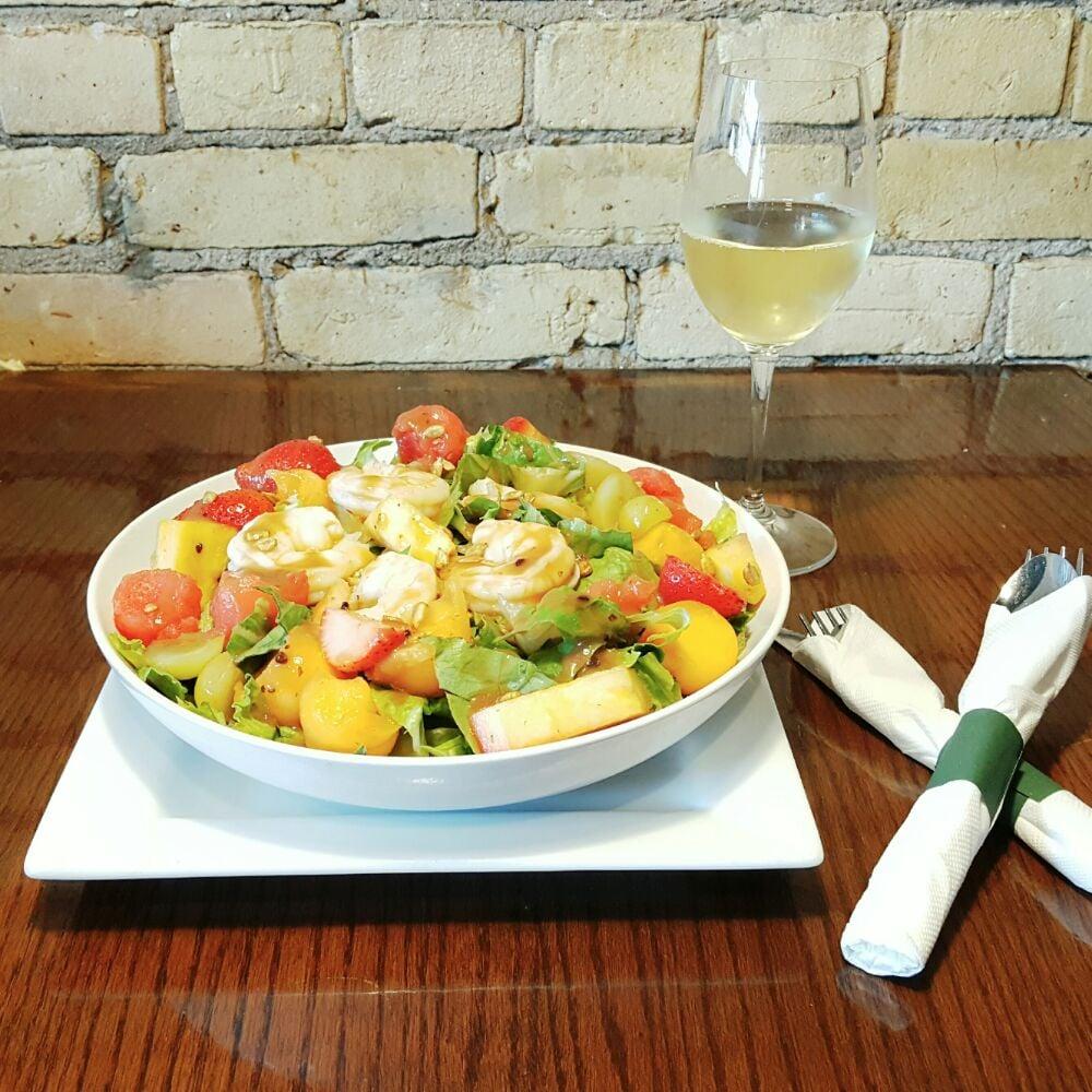 VNO Wine Warehouse & New Age Restaurant: 512 E Midland St, Bay City, MI