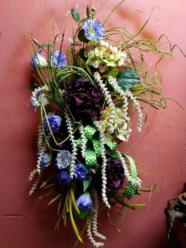 Bonnie August Florals: 458 3rd St, Beaver, PA