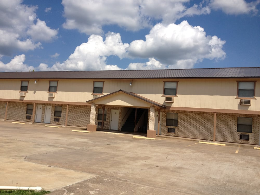 Travelers Inn Motel: 904 Highway 2 N, Wilburton, OK
