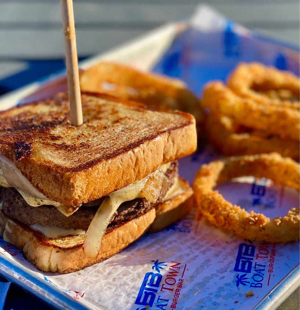 Boat Town Burger Bar: 151 Melodie Ln, Kingsland, TX
