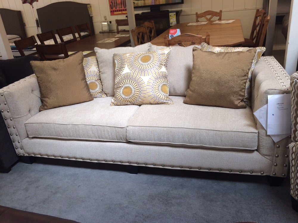 Robert Michael Quot Roxanne Quot Sofa Available In Hundreds Of