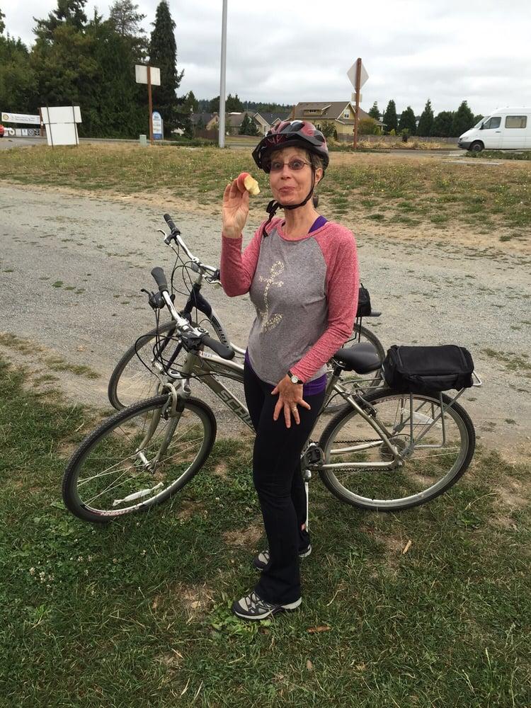 Tulip Country Bike Tours: 13391 Avon Allen Rd, Mount Vernon, WA