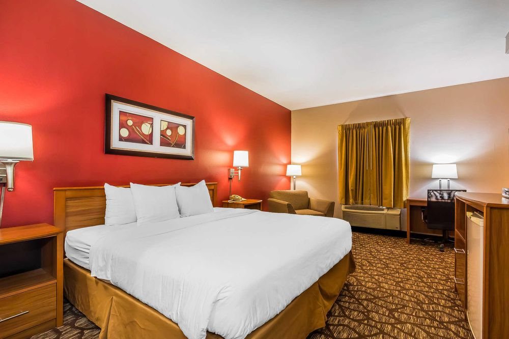 Quality Inn & Suites Chesterfield Village: 3930 South Overland, Springfield, MO