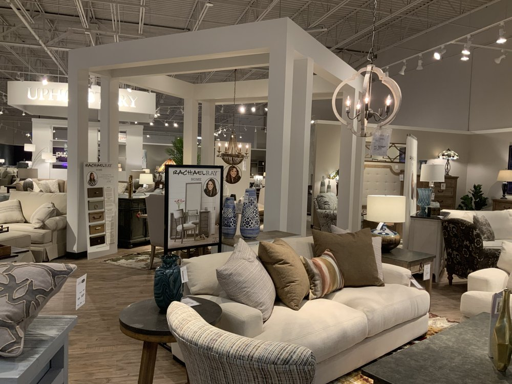 HOM Furniture: 4850 Golf Rd, Eau Claire, WI