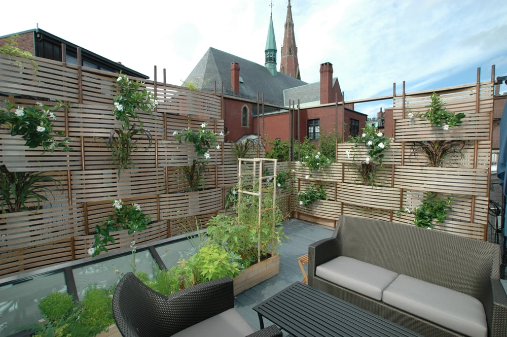 Roof deck woven cedar lattice screen with built in for Privacy planters for decks