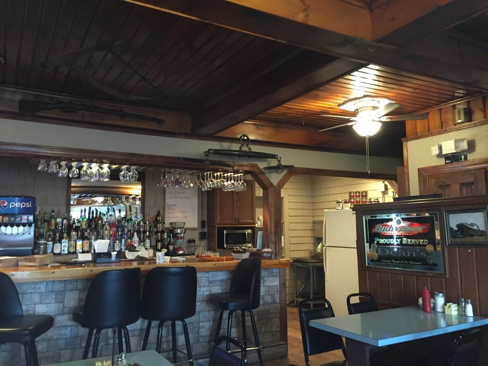 Dean's Motor Lodge: 15 Main St, Portage, ME