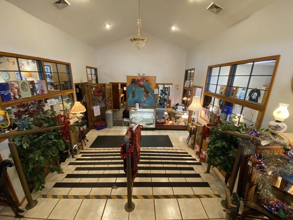 Back Door Antique: 571 Shiloh Pike, Bridgeton, NJ