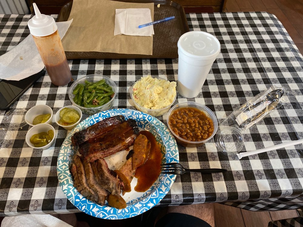 Bubba's BBQ & Steakhouse: 210 S Interstate Hwy 45, Ennis, TX