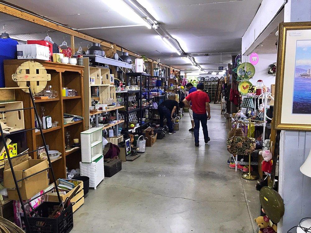 Hanover Flea Market: 162 W Lagrange Rd, Hanover, IN