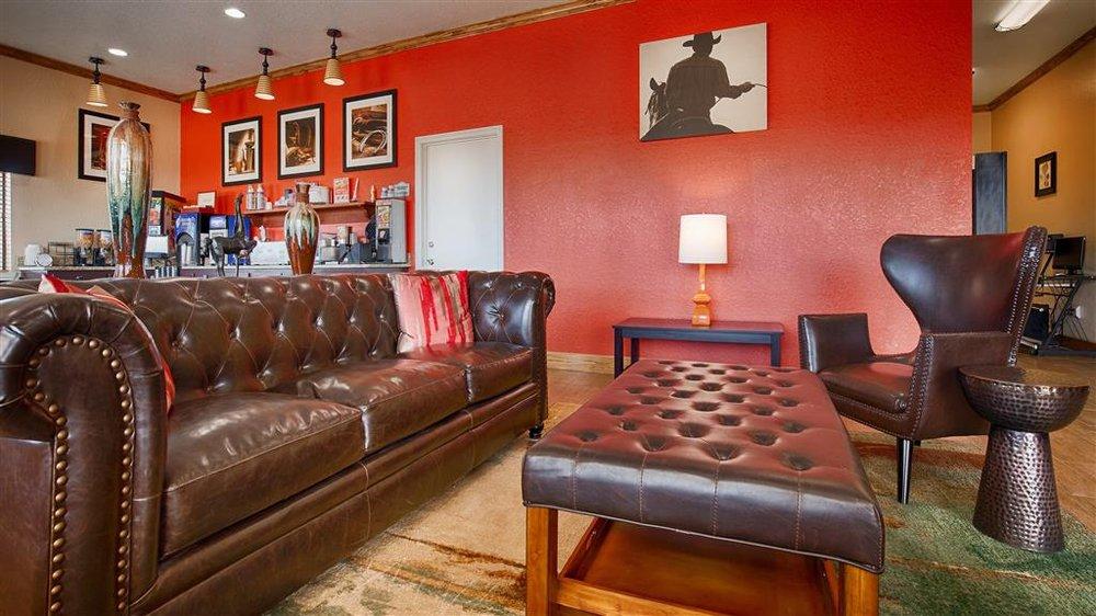 Surestay Hotel By Best Western - Floresville: 1720 10th St, Floresville, TX