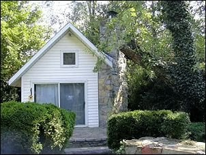 A Cottage to Remember: 128 S Court St, Luray, VA