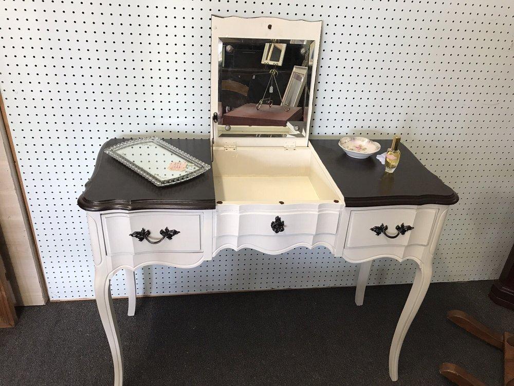 The Shops at Dragonfly Village: 9221 Oak Ridge Hwy, Oak Ridge, TN