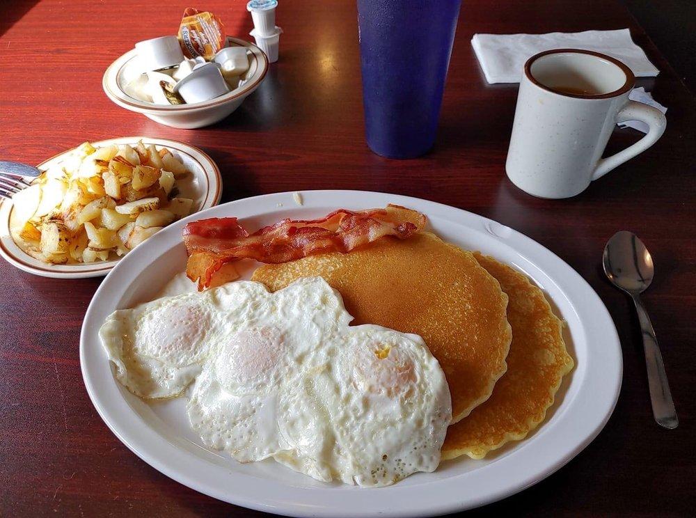 Red Roof Family Restaurant: 507 Linden Ave, Pocomoke City, MD