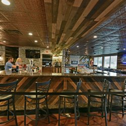 Seasons Lakehouse Restaurant And Pub