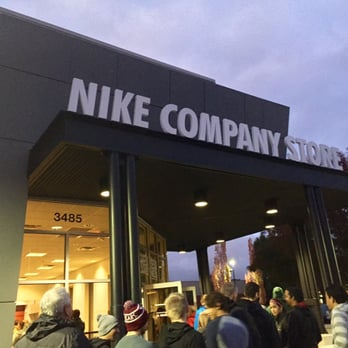 Jan 04,  · My first visit to the Nike Employee Store in Beaverton, Oregon. Everything in the store is 50% off. I got in thanks to my son Hagen for giving me a pass!