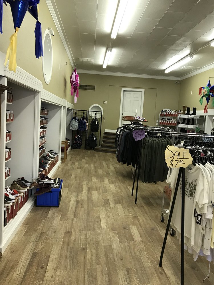 Atizapan Tennis Shoes and Mexican Store: 213 S Broadway St, Yreka, CA