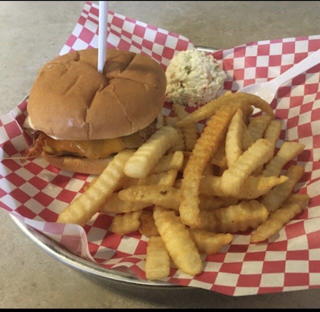 Hart Cafe/The Iconic Burger: 50 S Forest St, Hartwell, GA