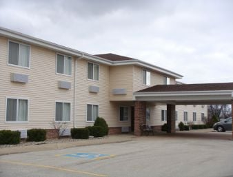 Super 8 by Wyndham Galva: 301 Commercial St, Galva, IL