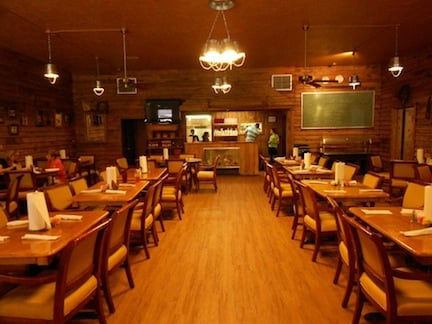 Farmstead Restaurant: 142 S Mccrary Rd, Columbus, MS