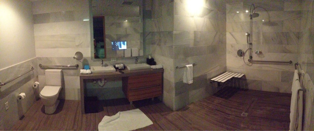 No privacy for toilet also wide open to bedroom but for Casa moderna hotel spa miami
