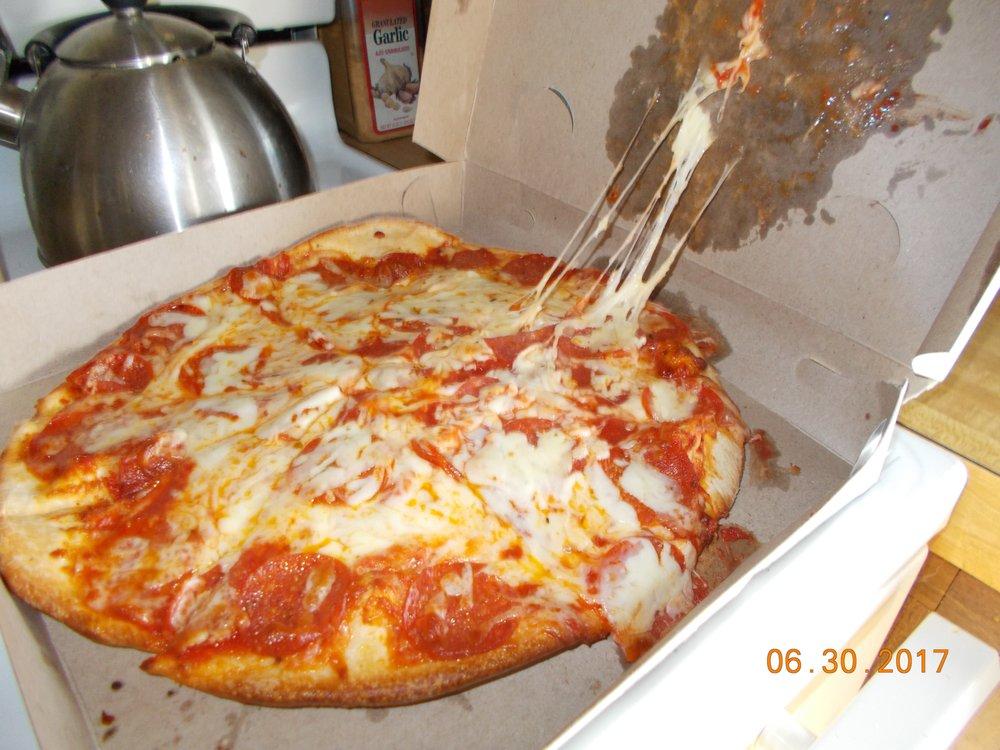 Pasco's Pizza: 660 3rd St, New Martinsville, WV