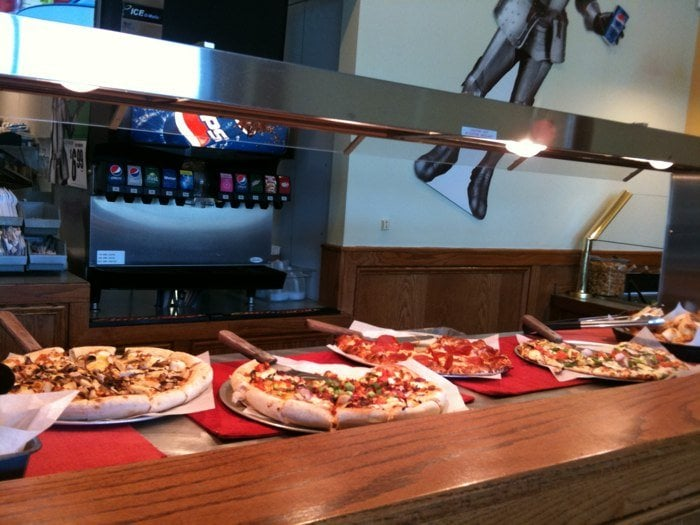 Buffet Round Table.Round Table Pizza Buffet 6 99 M F 11 Am To 2 Pm Yelp