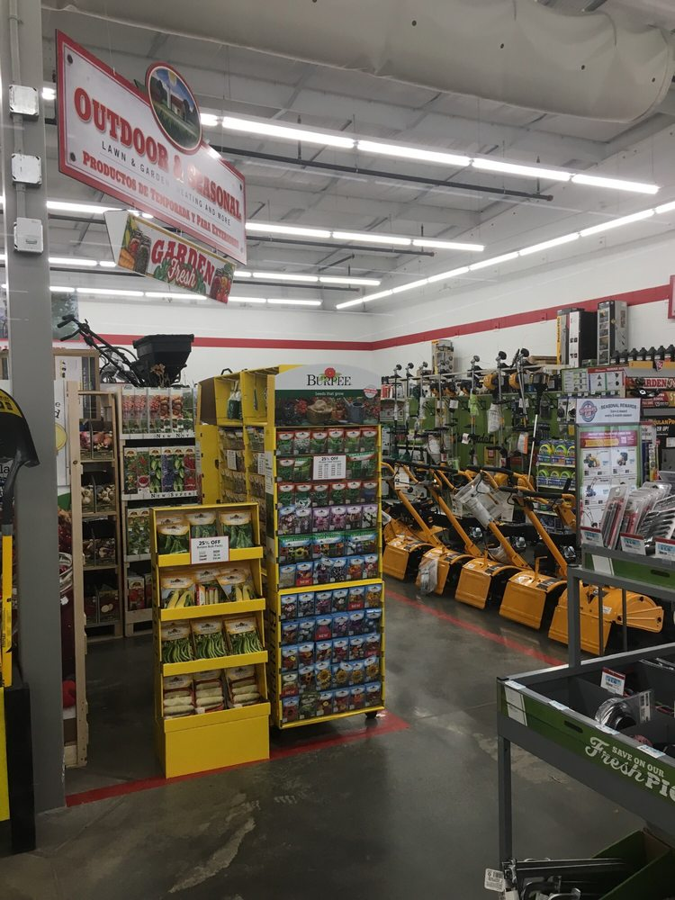 Tractor Supply Co.: 200 W Marketplace Dr, Bennett, CO