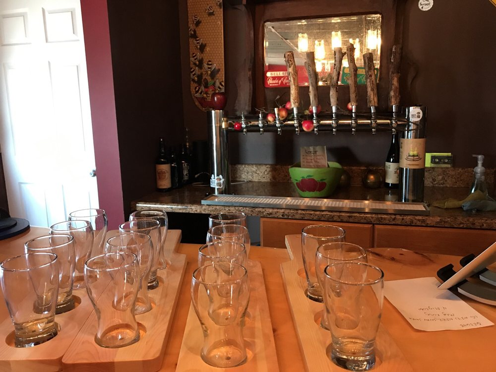 Bee Well Mead & Cider: 3533 S Derenzy Rd, Bellaire, MI
