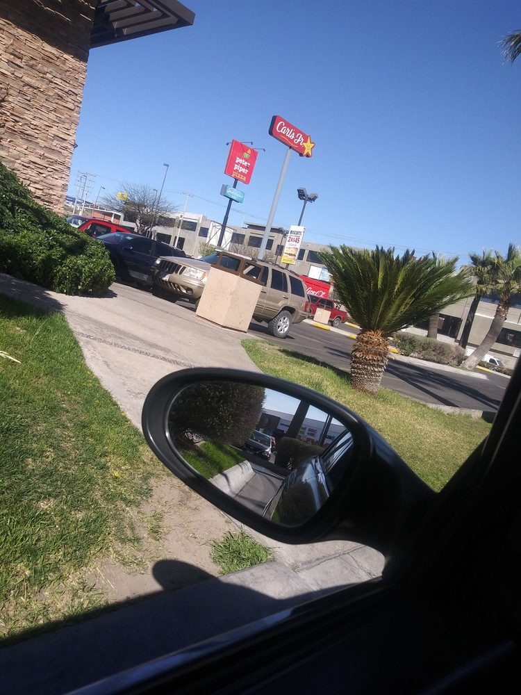 Carl's Jr: Blvd. El Greco 45, Nogales, SON