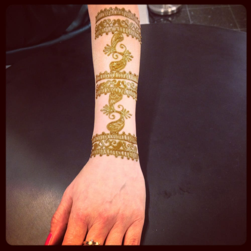 Traditional Henna Tattoo: Traditional Arm Band Style Henna