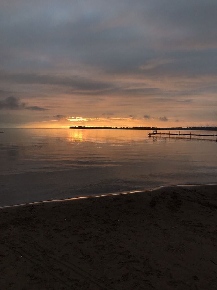 Appeldoorn's Sunset Bay Resort: 45401 Mille Lacs Pkwy, Isle, MN