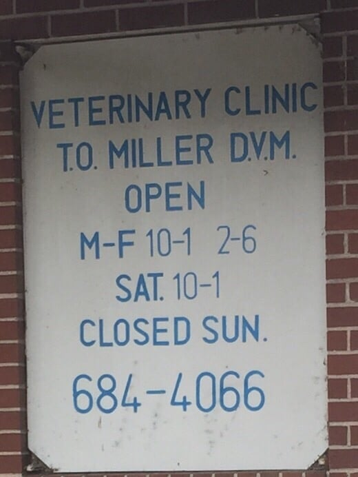 Miller T O Veterinary Clinic: 1022 N 6th St, Murphysboro, IL
