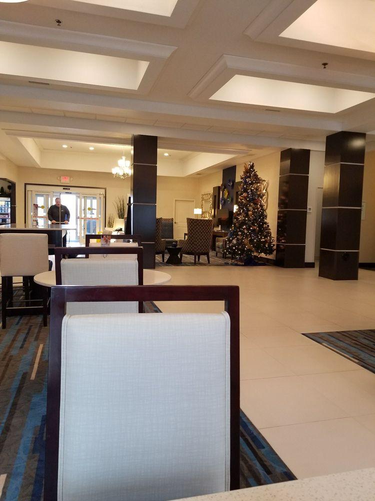 Holiday Inn Express & Suites Edwardsville: 1000 Plummer Dr, Edwardsville, IL