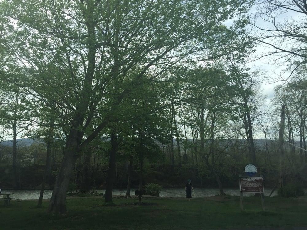 Green Hill Park: Riverpark Dr, Salem, VA