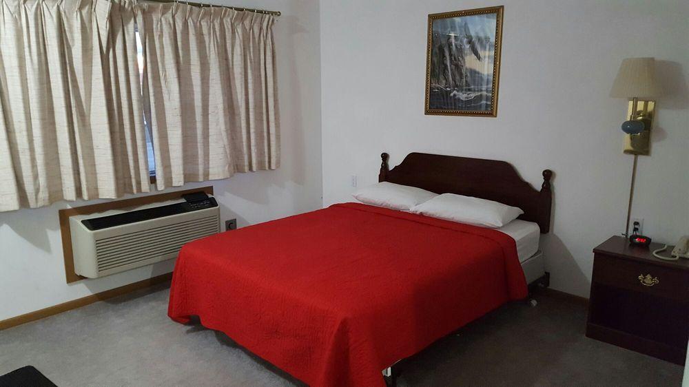 Sands Motel: 300 Elm St, Boscobel, WI