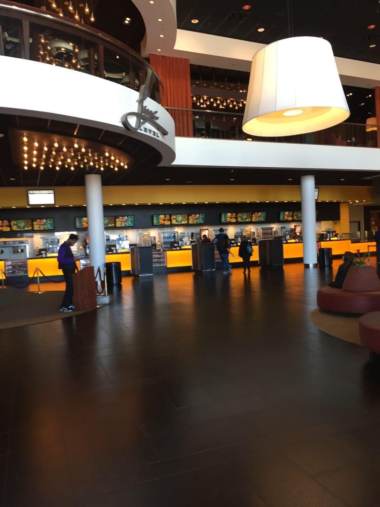 Showcase Cinemas De Lux Of Dedham Legacy Place 670 Legacy Place