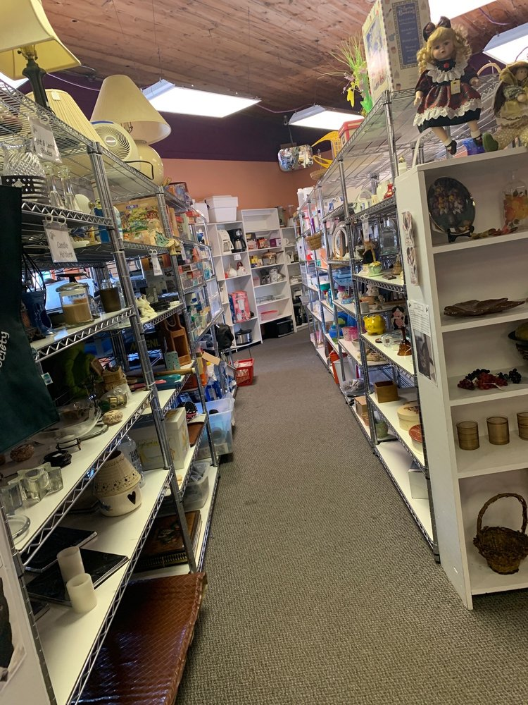 Paws and Shop Thrift Store: 110 W Lake St, Mount Shasta, CA