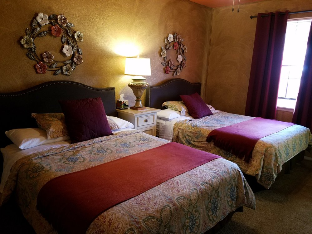 Los Milagros Hotel: 204 Lima Rd, Columbus, NM