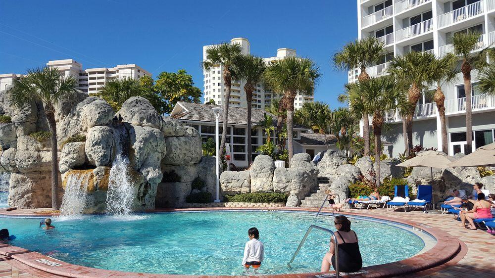 Kokomos Bar & Grille: 1201 Gulf Blvd, Clearwater Beach, FL
