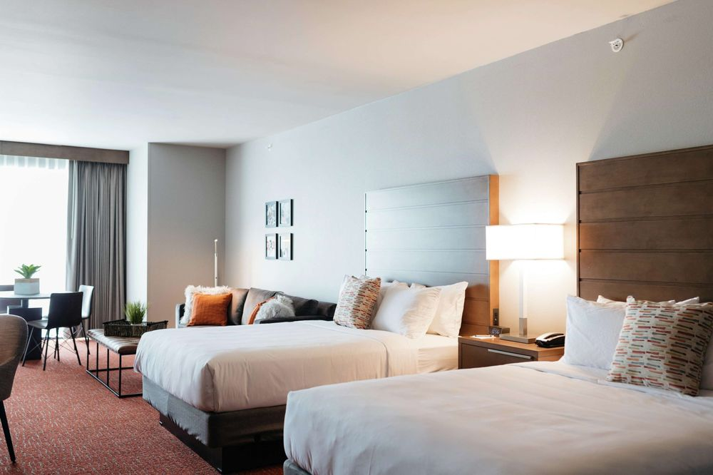 Revel Hotel Des Moines Urbandale, Tapestry Collection by Hilton: 11211 Hickman Rd, Urbandale, IA