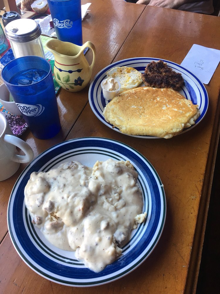 Coyote Pass Cafe: 104 W Locust, Waterville, WA