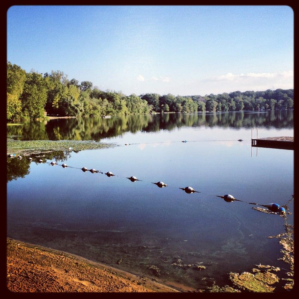 Lake Mohegan: Lakefront Dr, Lake Mohegan, NY