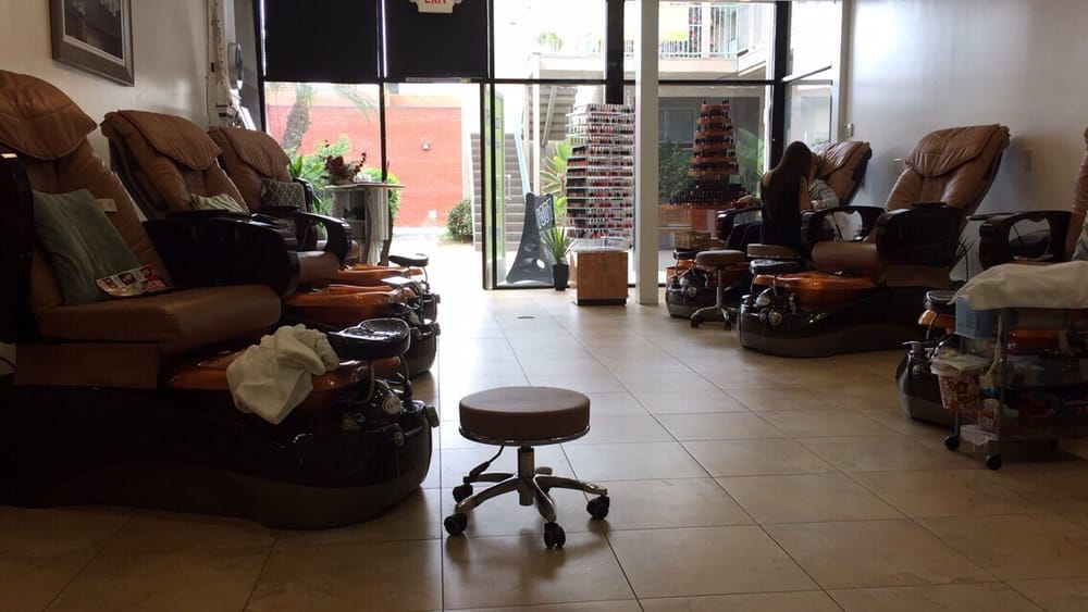 Had to get a manicure in an uncomfortable chair when no one was in ...